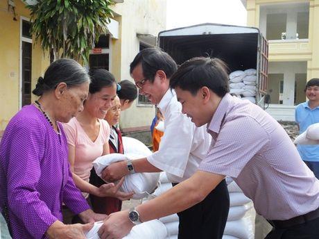 250 suat qua den voi nguoi dan vung lu Cam Xuyen - Anh 4