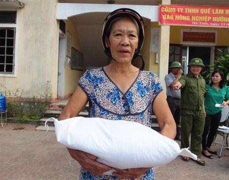 250 suat qua den voi nguoi dan vung lu Cam Xuyen - Anh 6