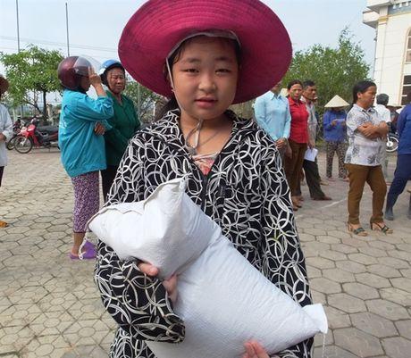 250 suat qua den voi nguoi dan vung lu Cam Xuyen - Anh 7