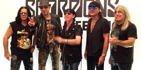 Scorpions bat mi 'mon an' giup gan ket band suot nua the ky - Anh 2