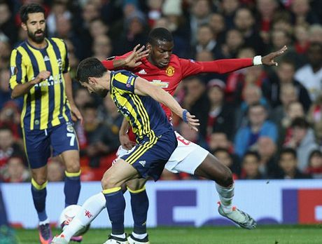 Man United: Pogba phai toa sang o tran lon moi dang tien - Anh 1