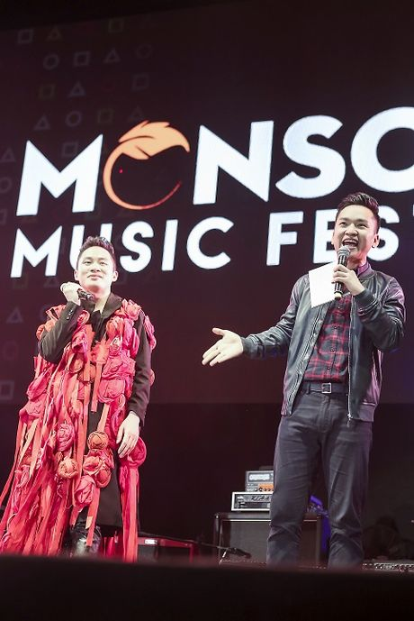 MC Hanh Phuc 'quay' cung hang ngan khan gia o Monsoon - Anh 1