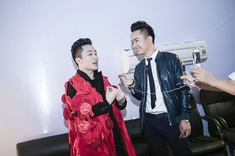 MC Hanh Phuc 'quay' cung hang ngan khan gia o Monsoon - Anh 2