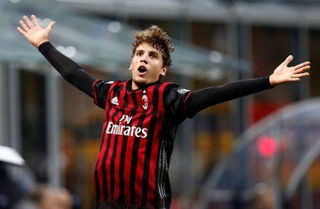 Manuel Locatelli tien bo than toc, la tuong lai cua Milan va Italy - Anh 1