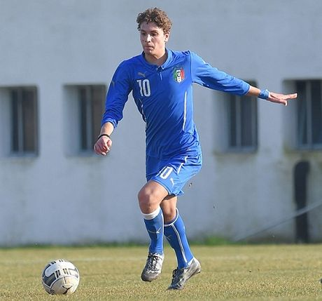 Manuel Locatelli tien bo than toc, la tuong lai cua Milan va Italy - Anh 2