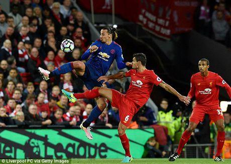 Robbie Fowler: 'Ibra khong phu hop voi Man United, dang sa sut thay ro' - Anh 1