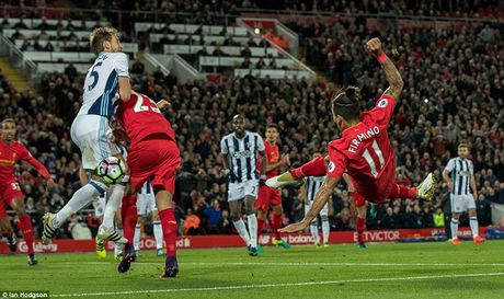 Chum anh: Thang West Brom 2-1, Liverpool dung nhi Premier League - Anh 2