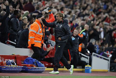 Chum anh: Thang West Brom 2-1, Liverpool dung nhi Premier League - Anh 7