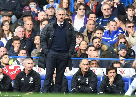Chelsea huy diet Man United 4-0 trong ngay tai ngo Mourinho - Anh 2