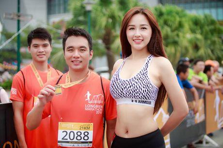 Mai Phuong Thuy chay bo van qua nong bong - Anh 4