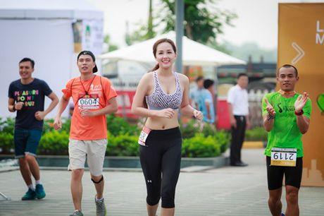 Mai Phuong Thuy chay bo van qua nong bong - Anh 6