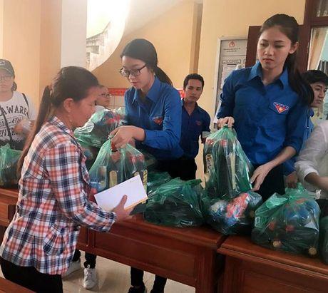 HH My Linh, A hau Thanh Tu gian di tiep suc mien lu - Anh 1