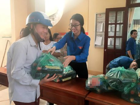 HH My Linh, A hau Thanh Tu gian di tiep suc mien lu - Anh 2