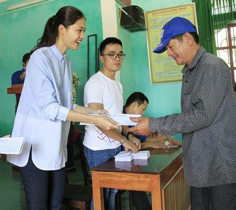 HH My Linh, A hau Thanh Tu gian di tiep suc mien lu - Anh 7