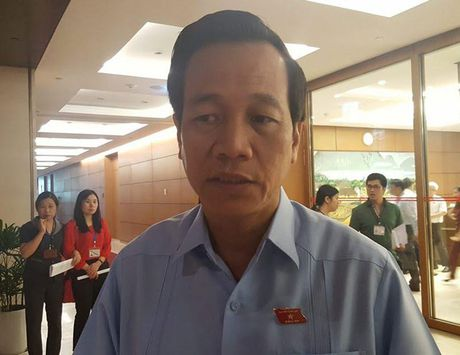 Bo truong thong tin vu gan 600 hoc vien tron trai cai nghien trong dem - Anh 1