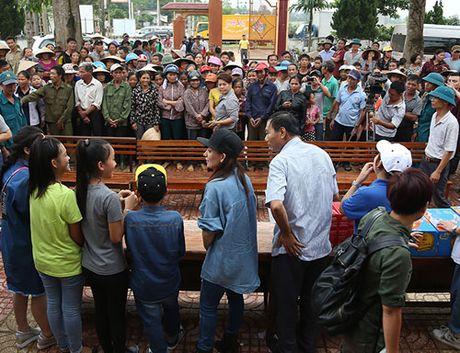 Me con Ho Van Cuong mang 1 ty dong tang ba con mien Trung - Anh 2