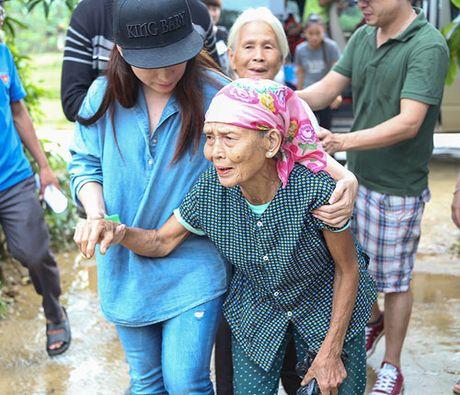Me con Ho Van Cuong mang 1 ty dong tang ba con mien Trung - Anh 5