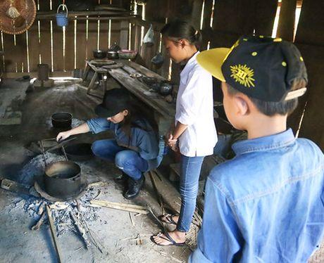 Me con Ho Van Cuong mang 1 ty dong tang ba con mien Trung - Anh 7