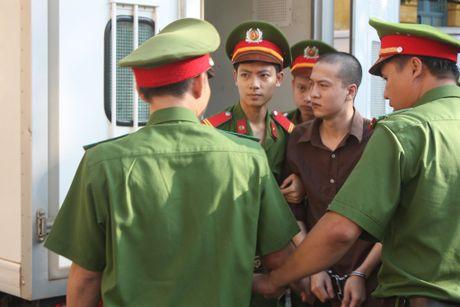 Tham an Binh Phuoc: Nguyen Hai Duong muon hien xac - Anh 1