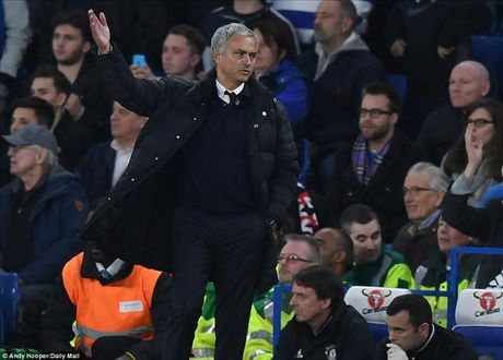Chelsea 4-0 Man United: Jose Mourinho khong con dac biet - Anh 1