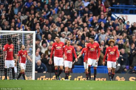 Chelsea 4-0 Man United: Jose Mourinho khong con dac biet - Anh 2