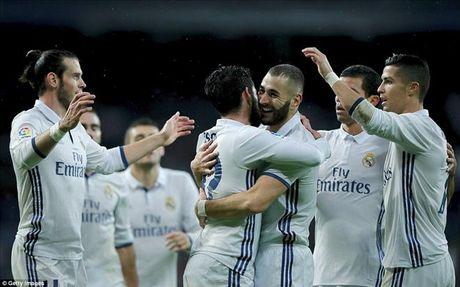 Ronaldo tran thu 4 khong ghi ban, Morata giup Real Madrid tro lai ngoi dau - Anh 2