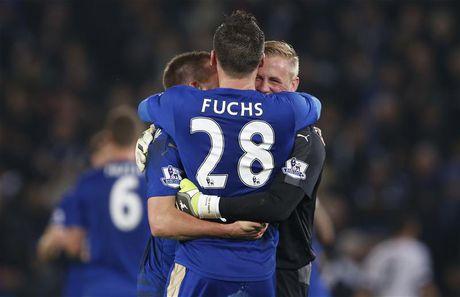 Sac Xanh Chelsea 'bao phu' DHTB vong 9 Premier League - Anh 2