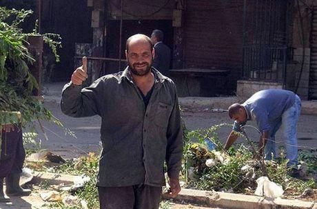 Hinh anh doi thuong o thi tran Syria moi giai phong - Anh 1