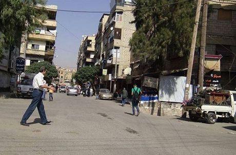 Hinh anh doi thuong o thi tran Syria moi giai phong - Anh 9