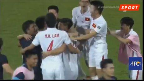 U19 Viet Nam du World Cup, nguoi dan ra duong 'quay' trong dem - Anh 2