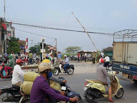 Tau hoa dam o to o Thuong Tin, 7 nguoi thuong vong - Anh 3
