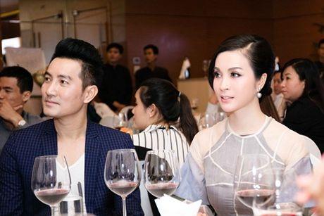 MC Thanh Mai dien ao dai cach tan tre trung sanh doi voi Nguyen Phi Hung - Anh 5
