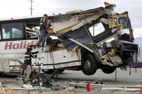 Tai nan xe bus o California (My), 44 nguoi thuong vong - Anh 1