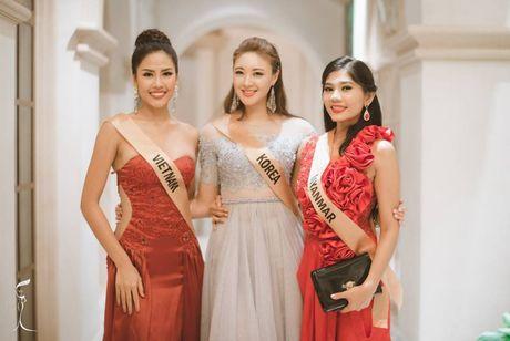 Khoe eo thon, chan dai, Nguyen Thi Loan noi bat giua dan nguoi dep - Anh 1