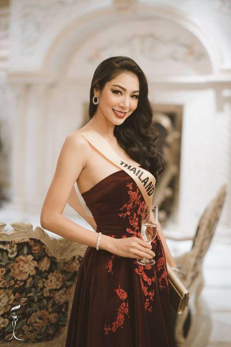 Khoe eo thon, chan dai, Nguyen Thi Loan noi bat giua dan nguoi dep - Anh 5