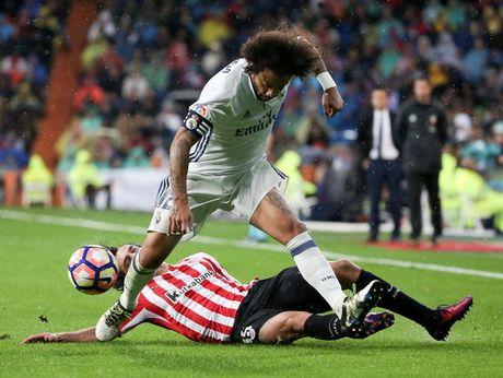 Ronaldo im tieng, Real Madrid van co ngoi dau La Liga - Anh 1