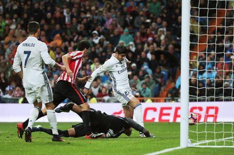 Ronaldo im tieng, Real Madrid van co ngoi dau La Liga - Anh 4