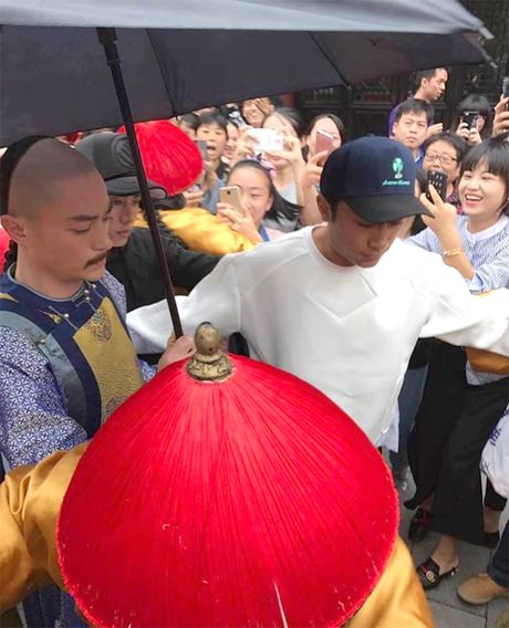 Che chan kin mit, Hoac Kien Hoa van bi deo bam - Anh 6