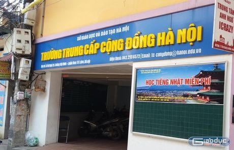 Truong Trung cap Cong dong Ha Noi ngang nhien tuyen sinh khi chua du ho so - Anh 1