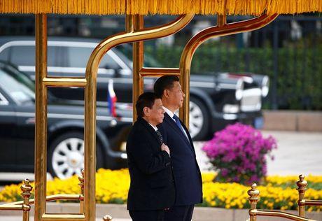 Tin cuoi ngay: Duc phan doi cam van Nga, My co cuu quan he voi Philippines - Anh 2