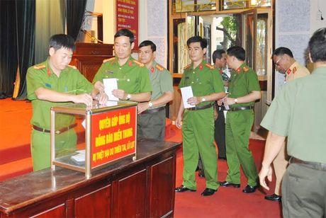 Cong an Hai Duong quyen gop hon 400 trieu dong ung ho dong bao mien Trung - Anh 2