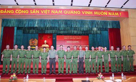 Tong cuc Canh sat khai giang lop boi duong cong tac Dang - Anh 2
