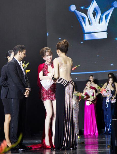Ngoc Trinh noi bat tai Chung ket Hoa hau Han Quoc - Anh 5