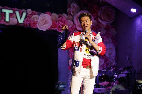 Dam Vinh Hung ban tui hang hieu ung ho dong bao mien Trung - Anh 1