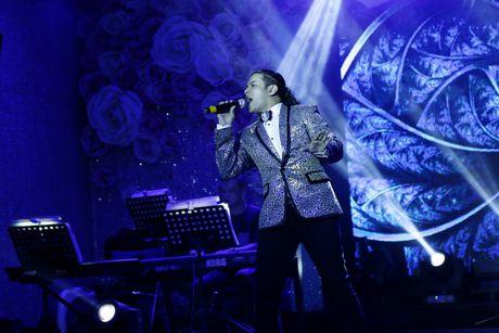 Dam Vinh Hung ban tui hang hieu ung ho dong bao mien Trung - Anh 7