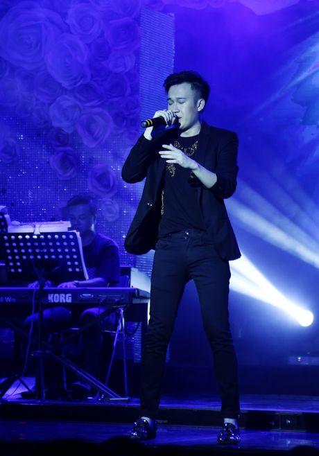 Dam Vinh Hung ban tui hang hieu ung ho dong bao mien Trung - Anh 9