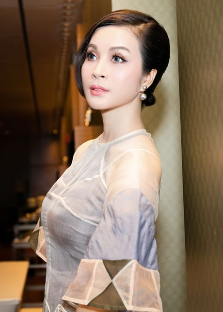 'Nguoi dep khong tuoi' Thanh Mai hut mat voi ao dai cach tan - Anh 1