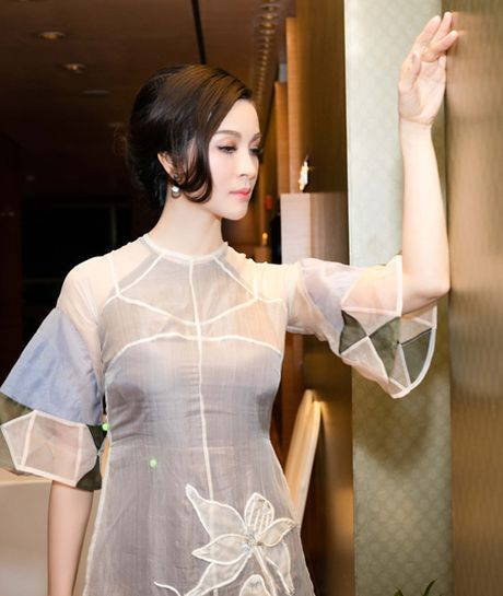 'Nguoi dep khong tuoi' Thanh Mai hut mat voi ao dai cach tan - Anh 4