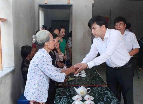 Truy tang Bang khen cho hoc sinh dung cam quen minh cuu ban - Anh 1