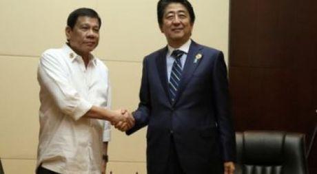 Tong thong Duterte sap tham Nhat Ban - Anh 1